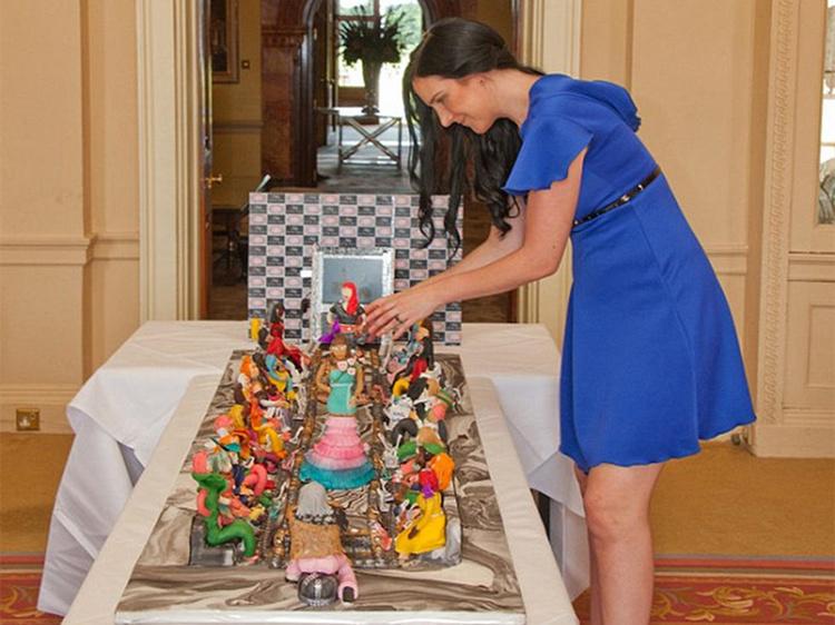 阿拉伯土豪定制天价蛋糕 镶4千颗钻石价值近5亿
