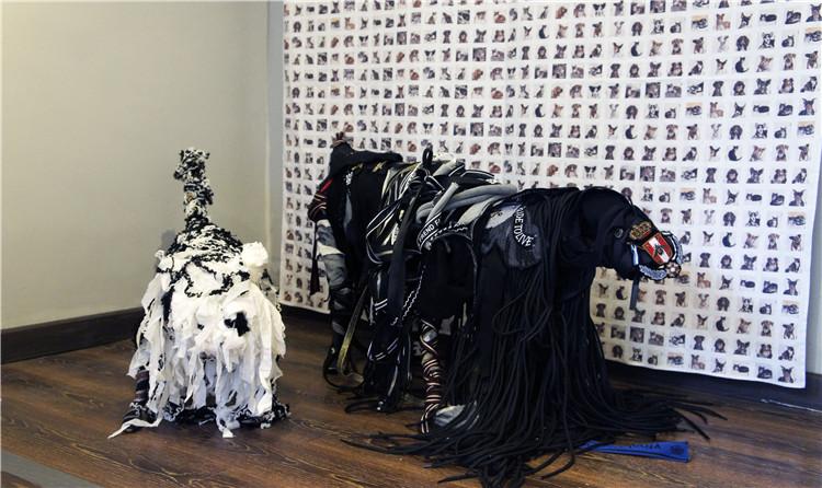 动物系列作品,而设计师彭涛则带来了两个装置艺术作品——狗,以及为