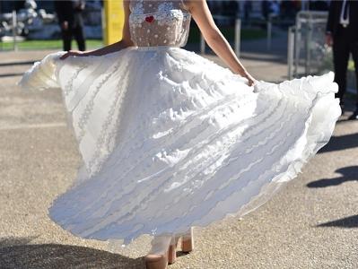 若隐若现刚刚好 蕾丝裙满足浪漫少女心